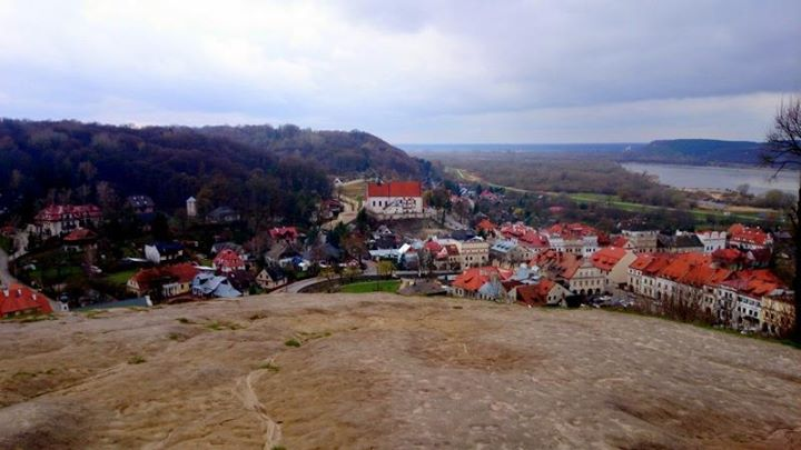 Góra Trzech Krzyży to jeden z najlepszych punktów widokowych w Kazimierzu Dolnym! Roztacza się…