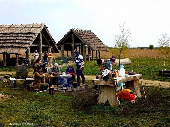 Niespełna 12 km od Kazimierza Dolnego znajduje się Grodzisko Żmijowiska, częściowo zrekonstruowany gród obronny…