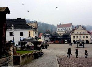 Powoli dobiega końca pierwszy grudniowy weekend w Kazimierzu Dolnym. W miasteczku można jeszcze spotkać…