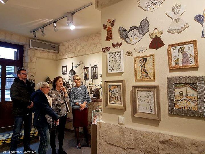 Aktualnie w jednej z kazimierskich galerii można obejrzeć oryginalną wystawę! Wśród dzieł dwóch artystek…