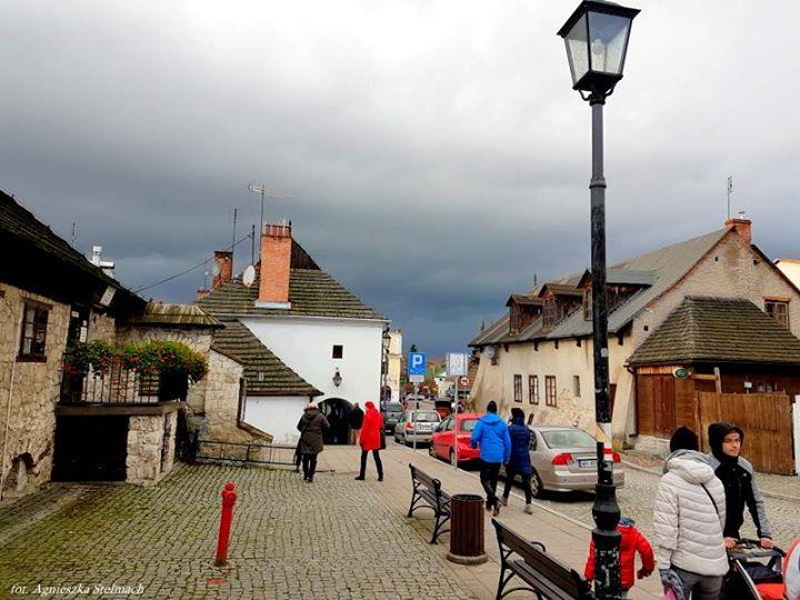 Kazimierskie ulice i brukowane Każda z nich ma swoją długą i ciekawą przeszłość. Niemal…