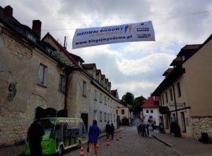 Pełną parą ruszyły przygotowania do jutrzejszego kazimierskiego Festiwalu Biegowego im. Jana Pawła II. Na…