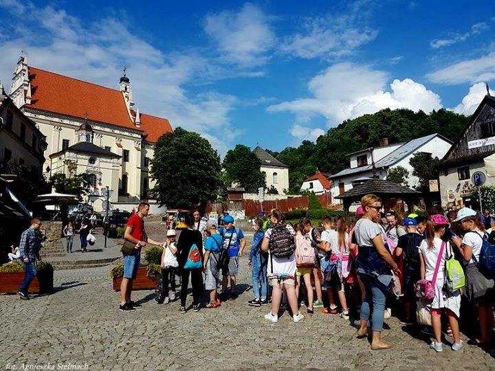 W Kazimierzu Dolnym na dobre rozpoczął się sezon turystyczny! Niemal w każdym zakątku miasteczka…