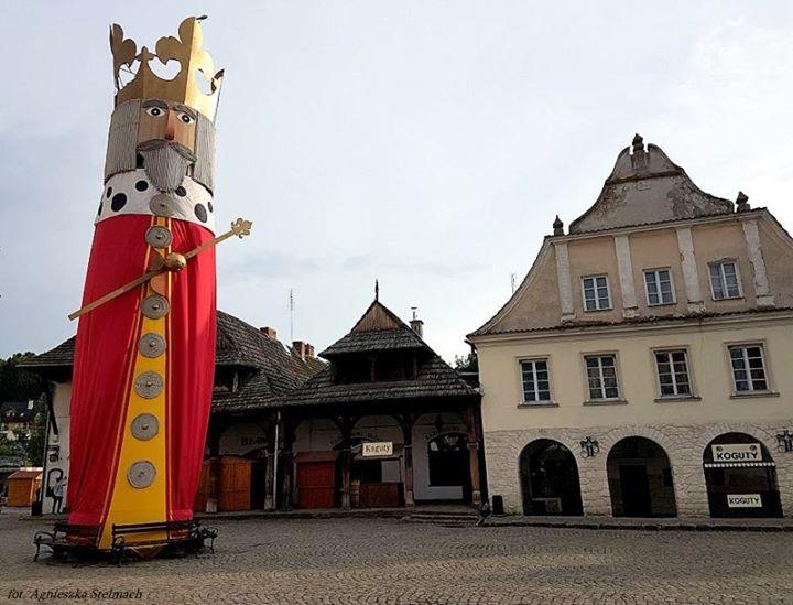 Nawet latem zdarzają się w Kazimierzu takie chwile, że na rynku jest cicho i…