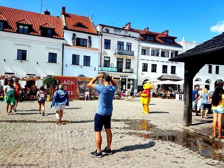 Mimo że doskwierają nam afrykańskie upały, w Kazimierzu nie brakuje turystów chętnych do zwiedzania…