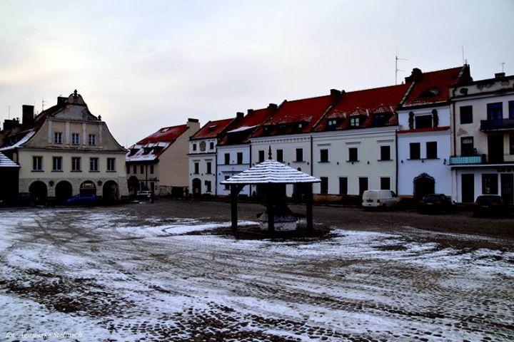 Wczoraj popadał pierwszy tej jesieni śnieg i ozdobił nasze miasteczko lekką śnieżną pierzynką.️️️️