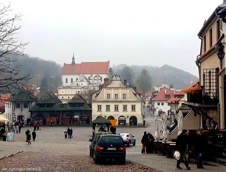 W ostatnią niedzielę listopada w Kazimierzu nie było zbyt wielu turystów, ale nawet gdy…